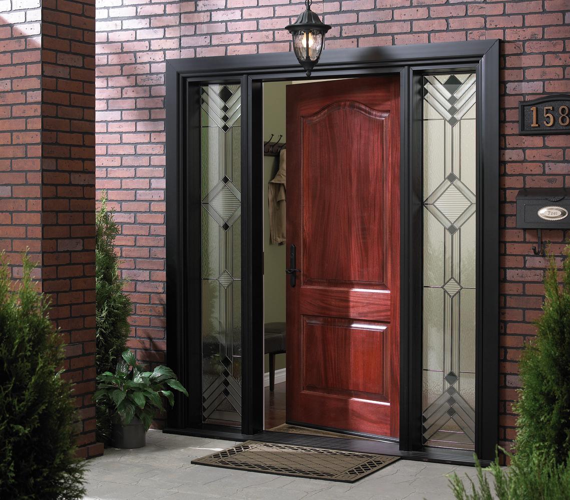 входные двери в котедже